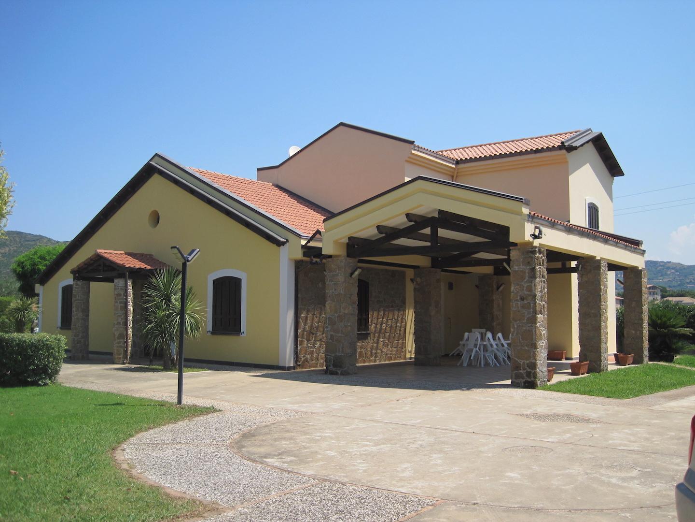 Villa di 200 mq con giardino sap real estate for Piano terra con 3 camere da letto con dimensioni pdf